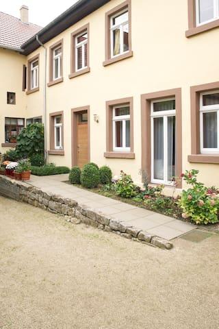 Haus im Weindorf - Albig - Hus