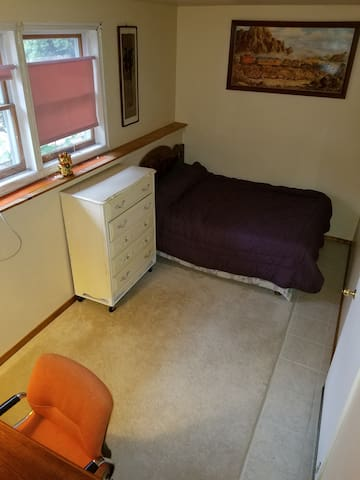 Cozy Private Room to Host Travelers! Room 2 - Nashua