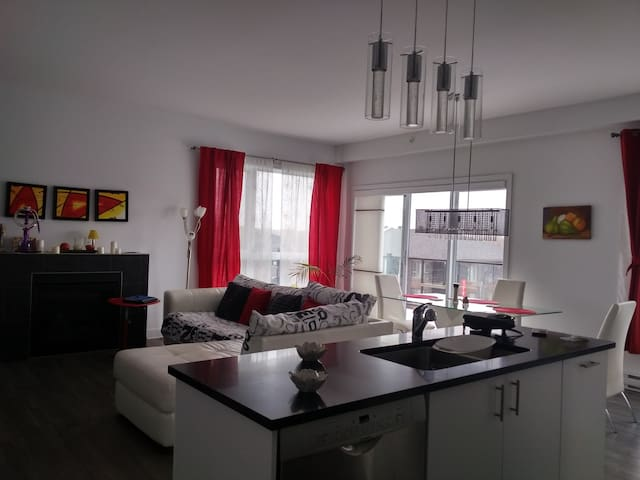 Modern Condo close downtown Montreal and nature - La Prairie - Apartemen