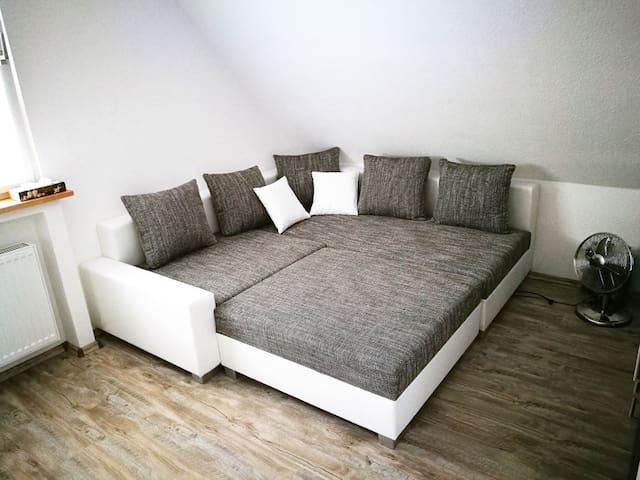 großes Zimmer, hell und freundlich, mit Wohnküche - Erwitte - Huis