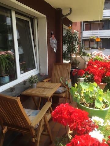 Kleines Zimmer in lebenslustiger WG - Bochum - Appartement