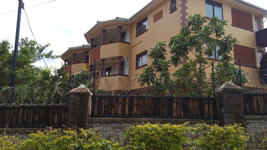 Spacious, lake view, serviced - Entebbe - Appartement