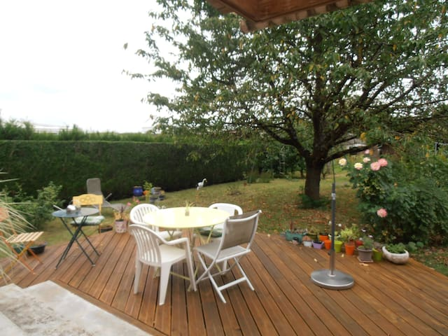 chambre, dans une maison individuelle, plain pieds - Charleville-Mézières - Casa