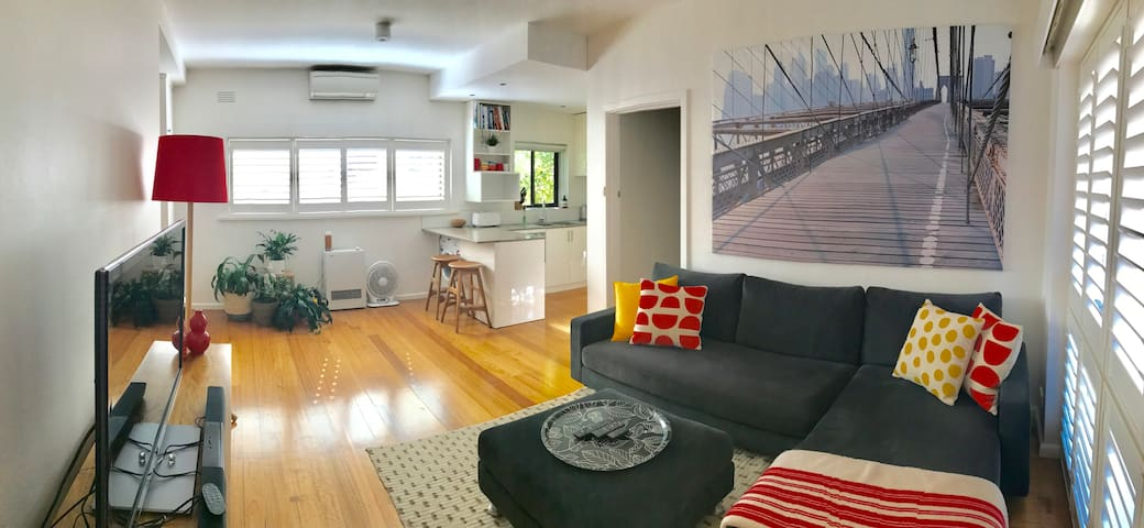 Stylish & Light Filled 1BR Hawthorn Apartment - Hawthorn