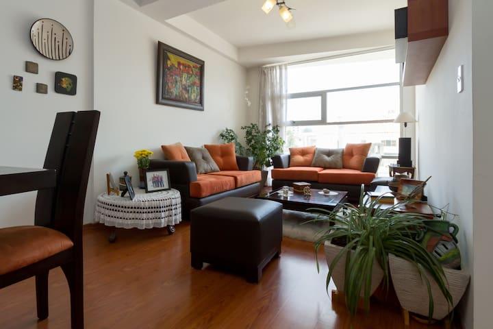 Habitación en lindo departamento - Quito - Leilighet