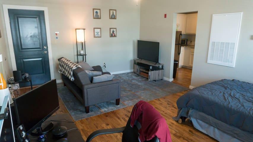 Convenient studio Apt in downtown Tulsa - Талса - Квартира