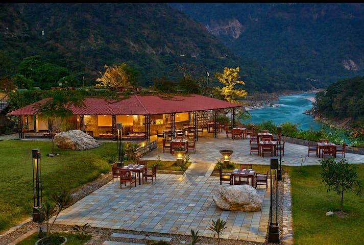 1 BR & Living - Scenic Himalayas & Ganges B5-305B - Rishikesh - Appartement