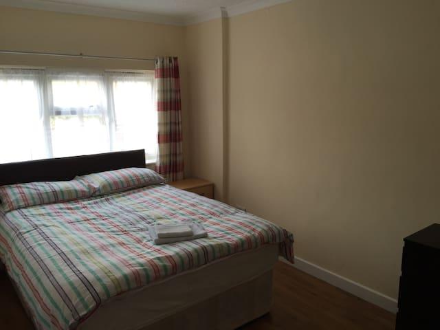 Ensuite Room Own Shower & WC - Borehamwood