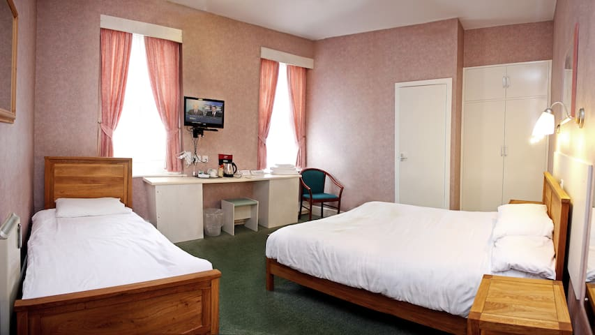 En Suite Hotel Room - Corby - Bed & Breakfast