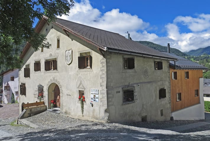 """""""Chasa Minar"""" the  300years old vintage house - Scuol - Casa"""