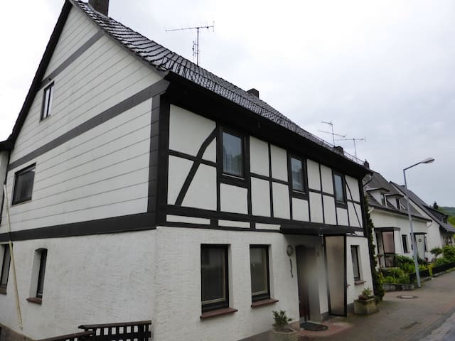 appartment with Balcony and garden - Hehlen - Bed & Breakfast
