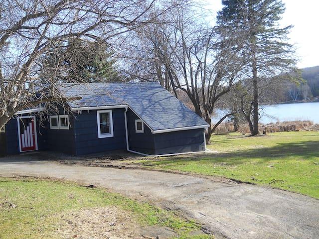Allie's Cottage on Chrysler Pond - Copake - Dom