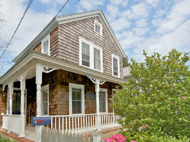 Cute and Updated House in Greenport - Гринпорт - Дом