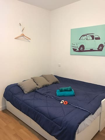 Private And Comfortable Room at Paseo Zorrilla. - Valladolid - Apartment