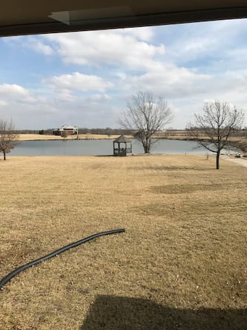 Country Haven with Private Lake - Studio Apartment - Olathe