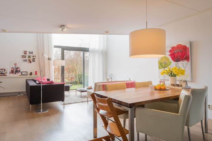Family home 30 min from Amsterdam - Oegstgeest - Ev