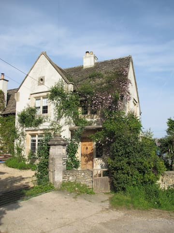 Detached Period Lodge House with Stunning Views - Selsley West - Hus