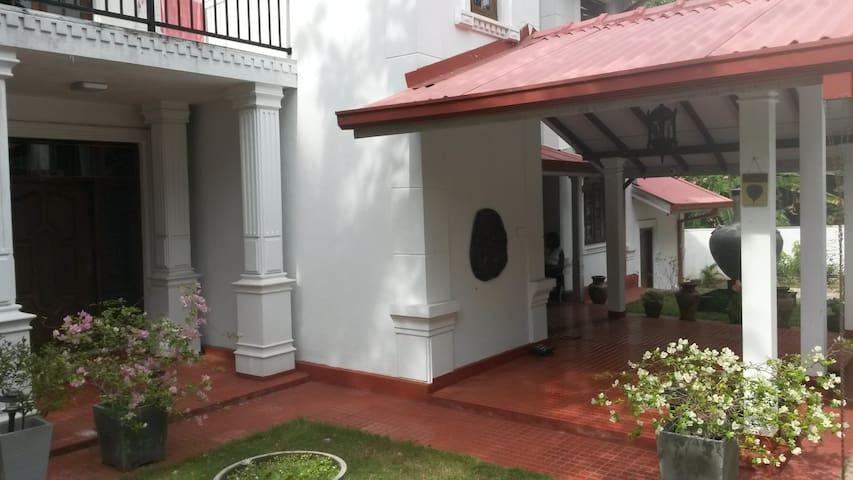 IsuruHansi Villa near Colombo City - Colombo - Ev
