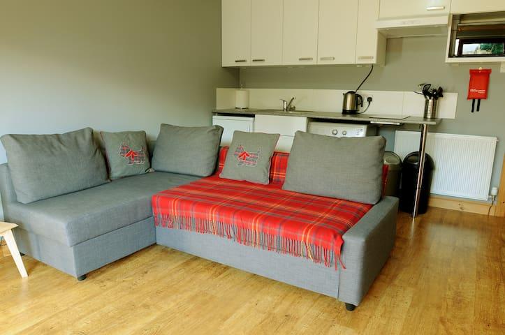 Self Contained Studio set within lovely garden - Newtongrange - Mobilyalı daire