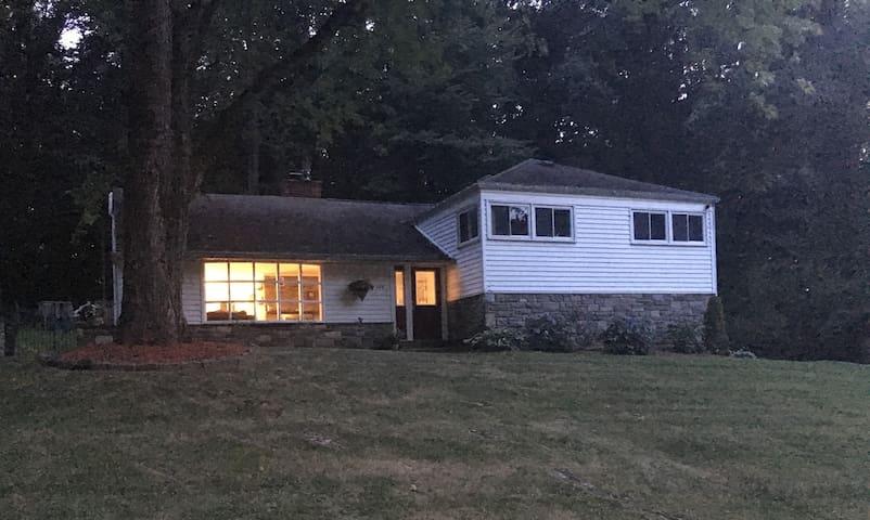 Single Family Home in Philadelphia Suburbs - Berwyn - Rumah