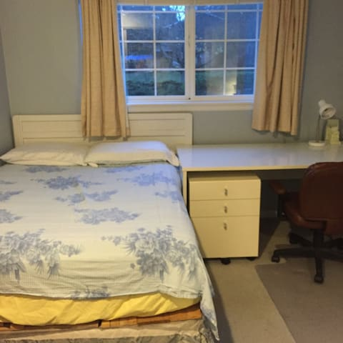 Cozy, nice room in suburb Seattle - Edmonds