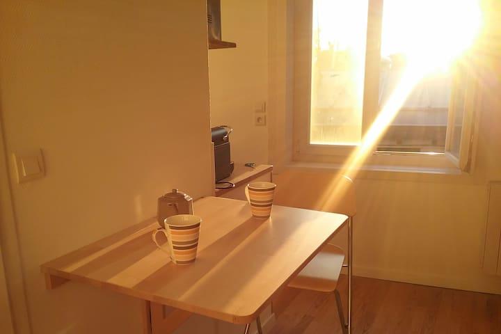 Studio ensoleillé au coeur du Vieux Lille - Lille - Appartement