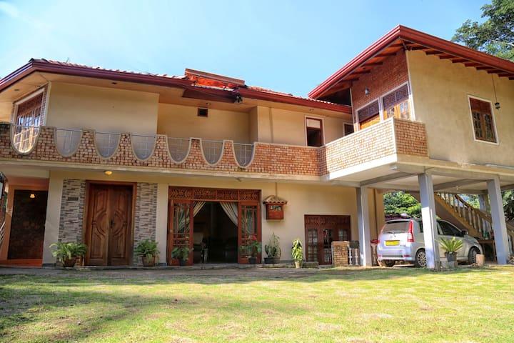over looking mahaweli rever in peac - Kandy - Huis