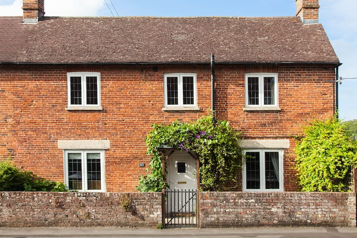 Charming Country Cottage - Perfect Location - Warminster  - Hus