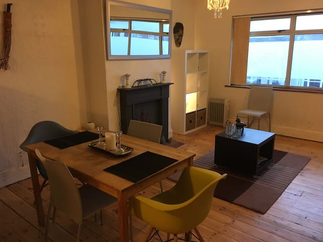 Sunny spacious Apartment 5mins from Lancing beach! - Lancing - Huoneisto