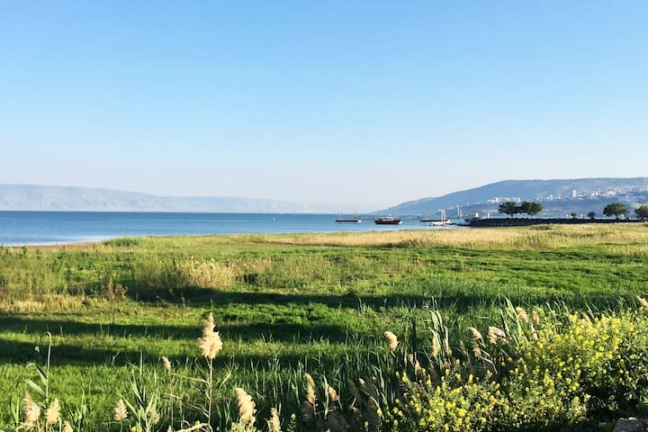Peaceful Kibbutz Stay by the Sea of Galilee - Ginosar - Byt