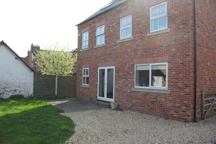 Spacious home near Yorkshire - A home from home - Carlton - Casa
