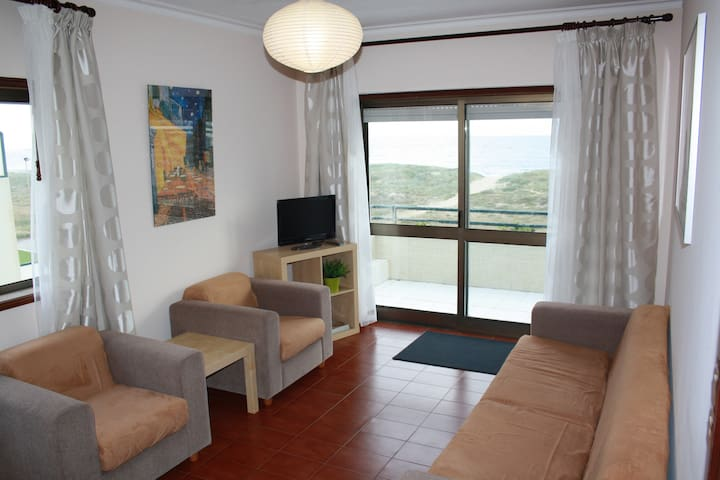 2Bedroom flat on excellent seafront - Azurara - Wohnung