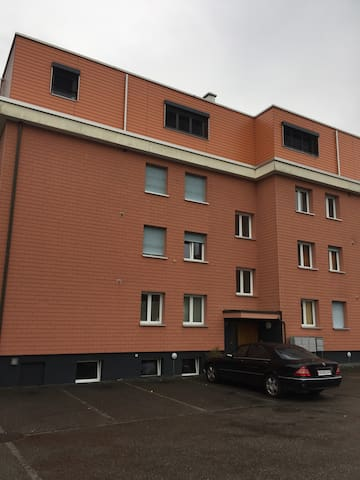 Top Moderne Attika Wohnung mit Dachterasse - Safenwil - Lägenhet