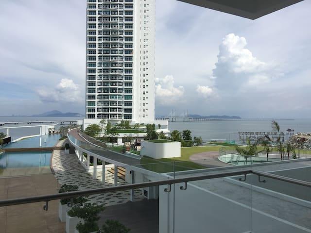 Brand new seaview condominium - Batu Maung - Apartamento