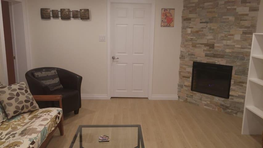 Beautiful, Modern, 2-bedroom Apt-Separate Entrance - Guelph - Departamento