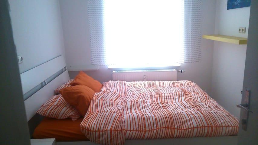idyllisch gelegen - ruhiges Zimmer in Gmunden - Gmunden - Apto. en complejo residencial