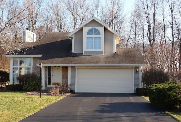 Immaculate, private home on a cul-de-sac - Fairport - Дом