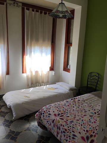 Casa de la plaça-habitaciones - Alberic - Huis
