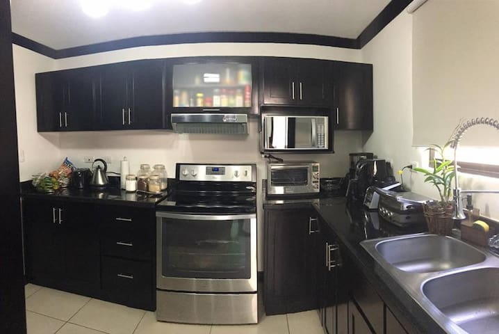 Private room with great location - Alajuela - Haus