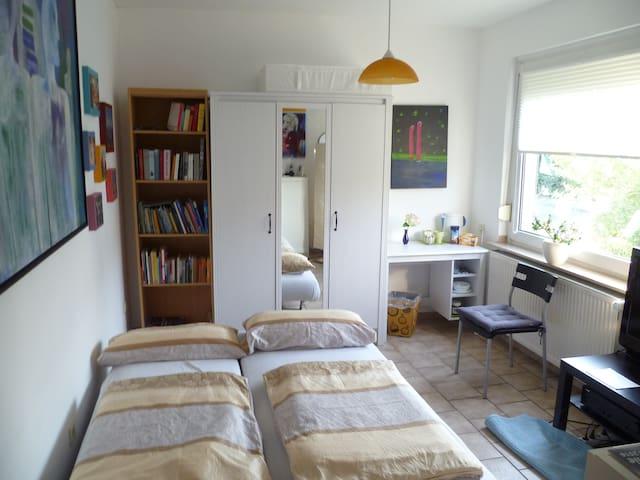 Ruhiges Zimmer mit alleiniger Badnutzung - Mönchengladbach