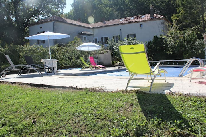 A large family home with an incredible view & pool - Cazideroque - Haus
