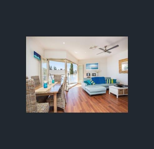 Beach Front Apartment - Seacliff - Apartament