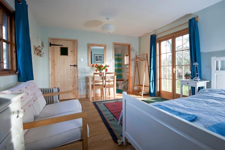 Peaceful, wooden garden cabin - Walpole