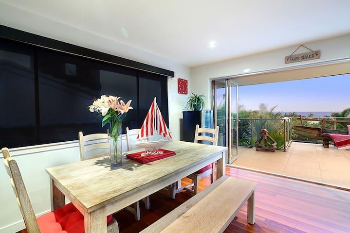THE SHELLY BEACH HOUSE - VIEWS & PET FRIENDLY - Shelly Beach - Huis