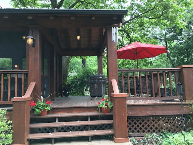 Relaxing Oasis Close to Everything. - Richmond Heights - Huis
