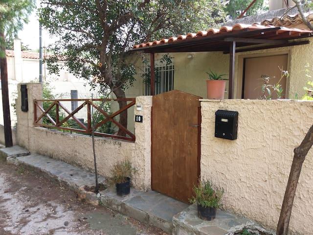 Cool liltle house - Marousi - Casa