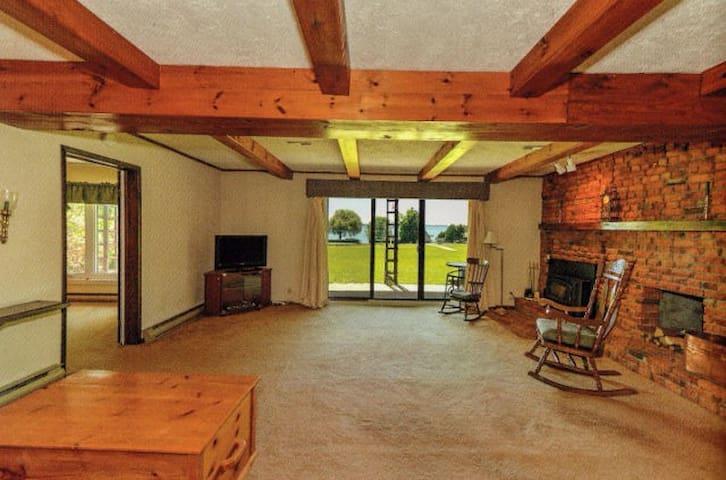 Very large luxury apartment w/ lake view & access. - Orillia - Apartamento