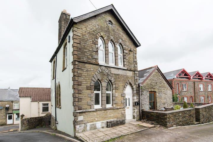 Victorian building:modem facilities. Nr Cardiff - Llantrisant - Otros