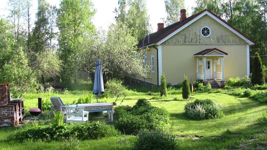 Half of beautiful old log house in Tausta, Lohja - Nummi-Pusula - Casa