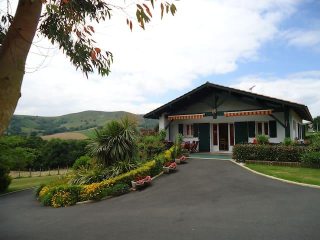 PAYS BASQUE maison de charme vue montagne - Saint-Esteben - Дом